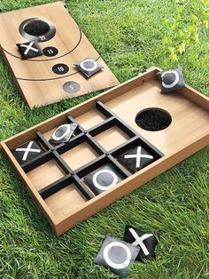 Two outdoor family games in one! Mini Bean Bag Throw reverses to Tic Tac Toe. Great for picnics, beach parties, backyard BBQs! Fun to play. Diy Yard Games, Diy Games, Backyard Games, Lawn Games, Party Games, Backyard Ideas, Backyard Playground, Backyard House, House Yard