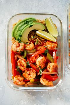 20-minute Fall Shrimp Fajita Bowls that it's served with Cauliflower Rice and it's loaded with flavor. #fall #fallrecipes #holidays