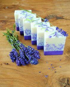 Lavender Soap Bar of Soap - handgemachte Seifen und Kosmetika Handmade Soap Recipes, Handmade Soaps, Handmade Soap Packaging, Soap Melt And Pour, Soap Display, Lavender Soap, Cold Process Soap, Home Made Soap, Artisanal