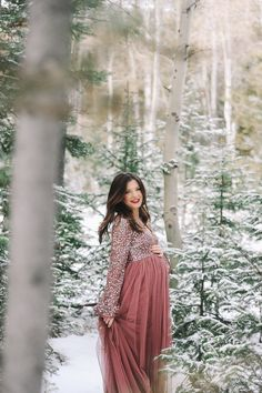 Maternity Pictures 2017 - Stephanie Lee Connor Source by emilywongphoto Look winter Maternity Photography Poses, Maternity Poses, Maternity Portraits, Clothing Photography, Maternity Styles, Couple Photography, Winter Maternity Pictures, Winter Maternity Outfits, Maternity Fashion