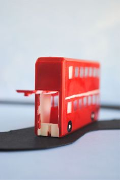 Kid Craft: Double-Decker Bus from tic-tac container #upcycling