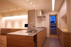 全方位から使えるフラットなキッチン(Oさんの大好きなものが集まる大切な場所) - キッチン事例|SUVACO(スバコ)