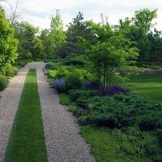 naturalistic garden in Winnetka, IL by Hoerr Schaudt landscape architects Front Garden Ideas Driveway, Driveway Design, Patio Fence, House Landscape, Landscape Architecture, Landscape Design, Garden Design, Gravel Landscaping, Gravel Driveway