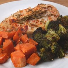 Easy One-Pan Chicken And Veggies Dinner - recipes, healthy chicken recipe, healthy recipes with chicken, baked chicken recipes, best chicken - Chicken Recipes Video, Shredded Chicken Recipes, Baked Chicken Recipes, Sweet Potato Recipes, Veggie Recipes, Healthy Dinner Recipes, Cooking Recipes, Recipe Chicken, Tasty Meals