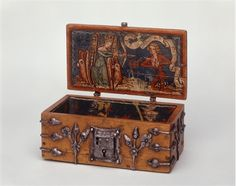 Painted Chest, Painted Boxes, Wooden Boxes, Old Boxes, Antique Boxes, Wood Box Design, Renaissance Furniture, Medieval Life, Little Boxes