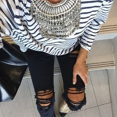 Once again the ripped jeans but black this time. The stripes and statement necklace make the outfit chic and edgy. Street Style Outfits, Casual Outfits, Cute Outfits, Mode Style, Style Me, Passion For Fashion, Love Fashion, Vetements Clothing, Vetement Fashion