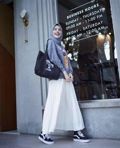 Casual Hijab Outfit, Ootd Hijab, Hijab Fashion, Korean Fashion, Vans Outfit, Casual Looks, Street Style, Sweater, Stylish