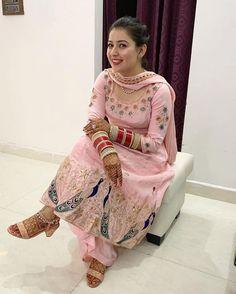 Bridal Suits Punjabi, Designer Punjabi Suits Patiala, Punjabi Suits Party Wear, Punjabi Suits Designer Boutique, Patiala Suit Designs, Kurta Designs Women, Kurti Designs Party Wear, Pakistani Dress Design, Salwar Suits