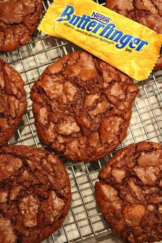 Recipe for Butterfinger Brownie Cookies. These are chocolate cookies with Butterfinger candy bar mixed in. Brownie Cookies, Yummy Cookies, Yummy Treats, Sweet Treats, Yummy Food, Butterfinger Cookies, Toffee Cookies, Cake Cookies, Fudge