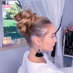 Do you need an elegant change for your hair? Excellent, because we've set the latest bun hairstyle trends of 2019 and there are really hairstyles and cuts Track Hairstyles, Trendy Hairstyles, Braided Hairstyles, Little Girl Hairstyles, Hair Videos, Hair Highlights, Hair Day, Hair Trends, Dyed Hair
