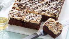 Kakaomazarin med karamel-crunch - perfekt til eftermiddagskaffen. Danish Dessert, Cake Recipes, Dessert Recipes, Bakewell Tart, Food Cakes, Baking Cakes, Cake Toppings, Crunches, Sweet Cakes