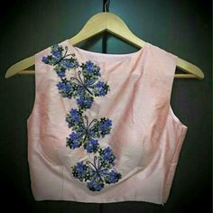 22 Graceful Pics of Simple Thread Work Blouse & Saree Designs Blouse Neck Designs, Blouse Styles, Work Blouse, Blouse Dress, Sleeveless Blouse, Saree Jackets, Saree Blouse Patterns, Embroidered Blouse, Indian Designer Wear