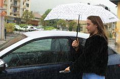 Mit den Mopedautos von Aixam kannst du auch an regnerischen Tagen deine Runden drehen. #aixam #fahrenab15 Evo, Autos, Cutaway, Rainy Days, Photo Mural, Young Adults