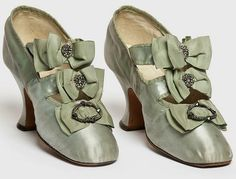 Paar Schuhe, Hellstern & Sons, Paris, Satin-Stickperlen - Just pretty - Edwardian Shoes, Victorian Shoes, Edwardian Fashion, Edwardian Era, 1930s Fashion, Fashion Vintage, Antique Clothing, Historical Clothing, Viktorianischer Steampunk