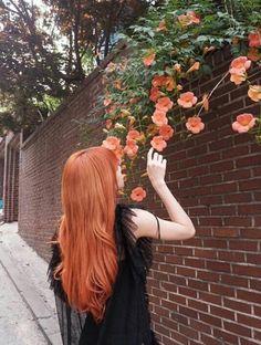 blackpink in your area Blackpink Lisa, Jennie Lisa, Lisa Blackpink Instagram, Korean Girl, Asian Girl, Lisa Black Pink, Rapper, Orange Aesthetic, Kpop Aesthetic