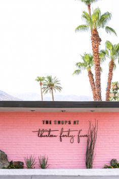 My Ultimate Palm Springs Travel Guide Ultimate Guide to Palm Springs // Salty Canary<br> I've recently received a few emails from friends asking for Palm Springs recommendations, so obviously Palm Springs Häuser, Palm Springs Style, Palm Springs California, California Dreamin', Palm Springs Shopping, California Quotes, California Burrito, California Mountains, California Closets