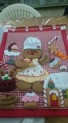 Christmas Gingerbread, Christmas Crafts, Christmas Decorations, Felt Crafts, Diy And Crafts, Dolls, Wallpaper, Bao, Stove Hoods