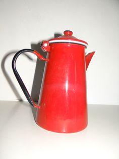 Cafetiere, Kettle, Kitchen Appliances, Vintage Gifts, Vintage Christmas, Gift Ideas, Diy Kitchen Appliances, Tea Pot, Home Appliances