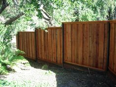 fenyő fakerítés, kert design
