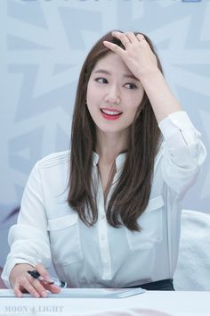 LOTTE DEPARTMENT STORE fansign Korean Actresses, Korean Actors, Actors & Actresses, Park Shin Hye, Korean Celebrities, Beautiful Celebrities, Gwangju, Lee Min Ho Kdrama, Korean Girl Fashion
