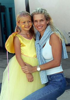 Young Gigi Hadid with her mom Yolanda Foster Yolanda Hadid Young, Young Gigi Hadid, Gigi Hadid 2014, Yolanda Foster, Ballet, Fashion Models, Casual, How To Look Better, Cool Outfits