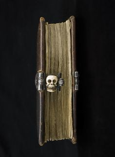 Medieval Skull Clasp, made in it was designed for the road: it concerns a portable Book of Hours (or prayer book) that was carried around by a pilgrim on his religious pilgrimage. The clasp. Old Books, Antique Books, Vintage Books, Medieval Books, Medieval Manuscript, Medieval Life, Medieval Art, Illuminated Manuscript, Quentin Blake