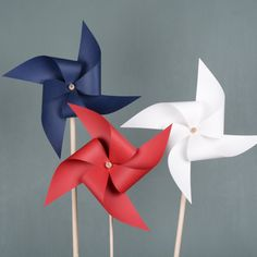 for barn. for barn. Summer Crafts, Holiday Crafts, Diy And Crafts, Crafts For Kids, Paper Crafts, 17. Mai, Pinwheel Decorations, Patriotic Crafts, Dollar Store Crafts