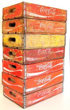 Caixas de madeira de Coca-Cola, muito comum em bares nos anos 60 e 70.