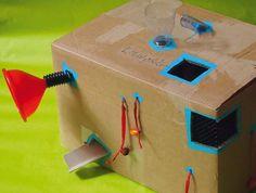Spielzeug selber machen: Mein Buch verrät 25 Ideen, um aus Alltagsmaterial Spielzeug zu bauen - von der Glitzerflasche bis zum Papphaus. Oder eben diese Multi-Spielbox aus Pappe! Toddlers, Games, Kids, Handy Tips, Cardboard Paper, Flasks, Clearance Toys, Book, Diy