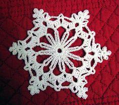 Crochet Flowers Pattern Ravelry: Chain Loop Snowflake pattern by Better Homes and Gardens Crochet Snowflake Pattern, Crochet Stars, Crochet Snowflakes, Crochet Flower Patterns, Thread Crochet, Crochet Motif, Crochet Crafts, Crochet Doilies, Free Crochet