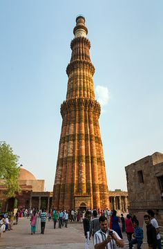 Qutab Minar . Delhi Delhi Red Fort, Indus Valley Civilization, Bay Of Bengal, Amazing India, Famous Buildings, Sacred Architecture, Historical Monuments, Largest Countries, Varanasi