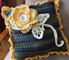 Diva Dans pillow on Crochet Crowds CAL