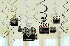 Want to create the Hollywood-themed party you've always dreamed of? Find Hollywood party supplies & ideas to make your event come to life at Shindigz. Deco Cinema, Cinema Party, Oscar Party, Kino Party, Hollywood Birthday Parties, Thema Deco, Hollywood Lights, Hollywood Star, Old Hollywood Party
