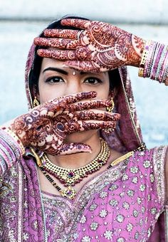 Henna idea for the wedding as seen on fabulouslywed. Photo by Joy Marie Photography