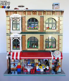Pastry Shop- Shop Pastry Shop – Now that's a great idea. Lego Modular, Lego Design, Lego Village, Construction Lego, Lego Display, Amazing Lego Creations, Lego Activities, Lego Trains, Lego Worlds