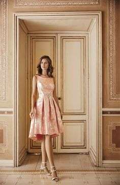 Modelo736-737 de Nati Jimenez 2018. Sencillo vestido fiesta corto con  falda capeada con tablas y estampado original. #vestidosdefiestacorto #vestidocortofiesta #vestidocortoboda #vestidoscortosdeboda #vestidocortomadrinabautizo #vestidoscortosdeboda
