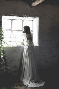 Vestido de noviA dos piezas  crep y encaje bordado. Alejandra Svarc