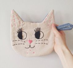 Le Chat Handmade Embroidered Cat Potholder in por fromlebowithlove, $21.00