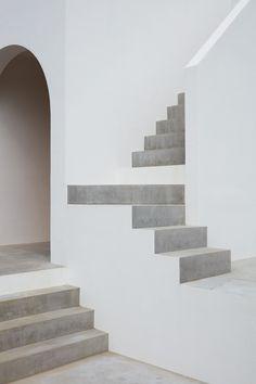 Interior Design Addict: House in Tarumi / Tomohiro Hata Architect and Associates Architecture Design, Minimalist Architecture, Staircase Architecture, Interior Stairs, Interior And Exterior, Escalier Design, Décor Boho, Staircase Design, Stair Design