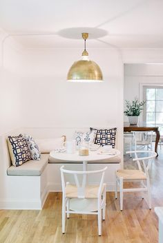 Breakfast Nook Cushions, Breakfast Nook Furniture, Breakfast Nook Table, Nice Breakfast, Wedding Breakfast, Breakfast Ideas, Corner Bench Seating, Booth Seating, Banquette Seating