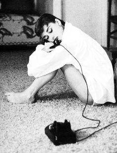 """Se quiseres uma destas noites agarra no telefone e fala-me em silêncio para te ouvir para te dizer """"shhh"""" para chorar de novo com as tuas lágrimas até adormeceres. [Fernando Pinto do Amaral] Audrey Hepburn- Photographed: Mark Shaw, 1953"""