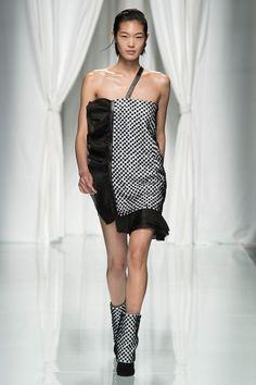 Emanuel Ungaro Spring 2017 Ready-to-Wear Fashion Show - Chiharu Okunugi