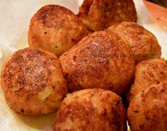 Καταπληκτικές σε γεύση κροκέτες με λουκάνικο -γίνονται πολύ ωραίες και σκέτες σαν πατατοτυροκροκέτες . Δοκιμάστε τες ο... Cookbook Recipes, Cooking Recipes, Greek Recipes, Starters, Finger Foods, Baked Potato, Recipies, Food And Drink, Appetizers