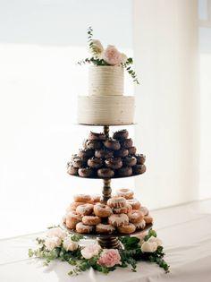 New Wedding Cake Donuts . Wedding Cake and Dessert Inspiration Blush Details Doughnut Wedding Cake, Wedding Donuts, Wedding Desserts, Wedding Cupcakes, Beautiful Wedding Cakes, Beautiful Cakes, Cake Table, Dessert Table, Donut Tower