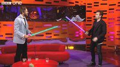 Ewan McGregor Plays With Light Sabres - The Graham Norton Show - Series ... Me puedo ver enamorandome de hombres bellos asi! @Lydmarie Marchese plus tienen acentos bellos ;)