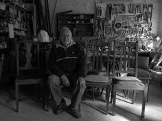César Fioravanti, Argentina. Foto Ileana Andrea Gómez Gavinoser (2102). In: http://blogsdelagente.com/ileanaaggavinoser/2012/05/17/el-mago-del-arte-cinetico-el-artista-argentino-cesar-fioravanti-en-su-taller/comment-page-1/