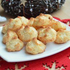 Recept na vánoční kokosky krok za krokem Cookies, Ethnic Recipes, Dinner Ideas, Food, Crack Crackers, Biscuits, Essen, Supper Ideas, Meals