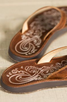 Crafted of premium distressed leather with a soft synthetic lining, these comfy sandals boast a hand-sewn leather toe post for a smooth fit.