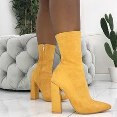 10 Sommerschuhe, die Sie dieses Jahr unbedingt tragen möchten – 10 summer shoes you really want to wear this year – Sock Shoes, Cute Shoes, Me Too Shoes, Women's Shoes, Shoe Boots, Shoes Sneakers, Dream Shoes, Crazy Shoes, Shoe Game