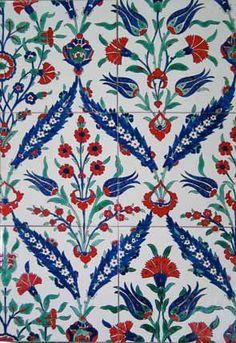 Azulejos Iznik -  LEIVEIRA-AZULEJOS DE AZEITÃO- Fábrica de azulejos artesanal,todo o processo de fabrico e pintura e feito pelo mesmo processo que se fazia desde o sec.XV. Localização, junto ao Palácio da Bacalhôa em Azeitão. - Portugal